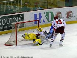 Spolupráce Biegla s Kumstátem tentokrát gólu v domácí síti zabránila.