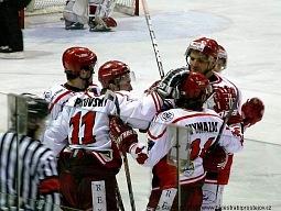 Na Martina Opatovského byl už golman Rebelů krátký.