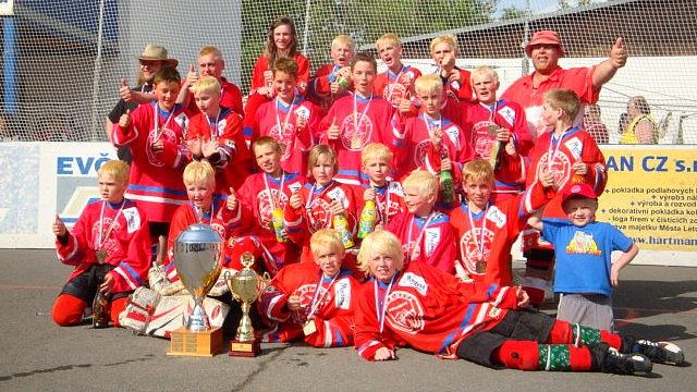 Mladí Jestřábi se stali mistry republiky v hokejbalu!