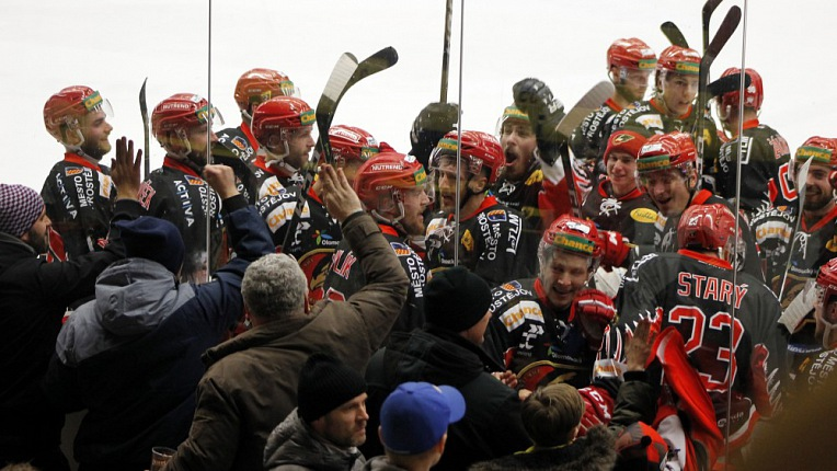 VSE - PRO - 2:4 - Neskutečný týmový výkon a parádní Jakub Neužil vrací sérii do Prostějova!