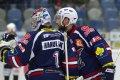 Tomáš Divíšek a Miroslav Hanuljak se radují z výhry nad Třincem.