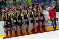 Pirate Girls slaví spolu s hráči a fanoušky výhru nad lídrem tabulky přímo na ledě