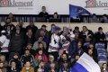Na utkání nechyběli tradičně ani fanoušci v bílomodrých parukách, kteří sedávají za trestnými lavicemi