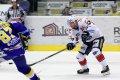 Štěpán Hřebejk přihrává přes hokejku zlínského kapitána Ondřeje Veselého