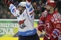 Michal Poletín se raduje z obratu skóre z 1:3 na 4:3. Právě on vstřelil čtvrtý gól Pirátů