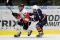 Martin Šťovíček stíhá hráče Red Ice