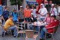 Chvilka oddechu v centru města u restaurace Mc Donalds před dlouhou cesou domů.
