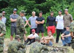 Hokejisté HC Olomouc absolvovali kurz přežití s hranickými vojáky