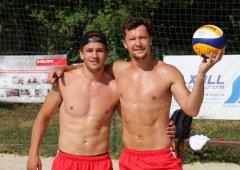 FOTO: Teď vládneme pláži! Z extraligových hokejistů se stali volejbalisté