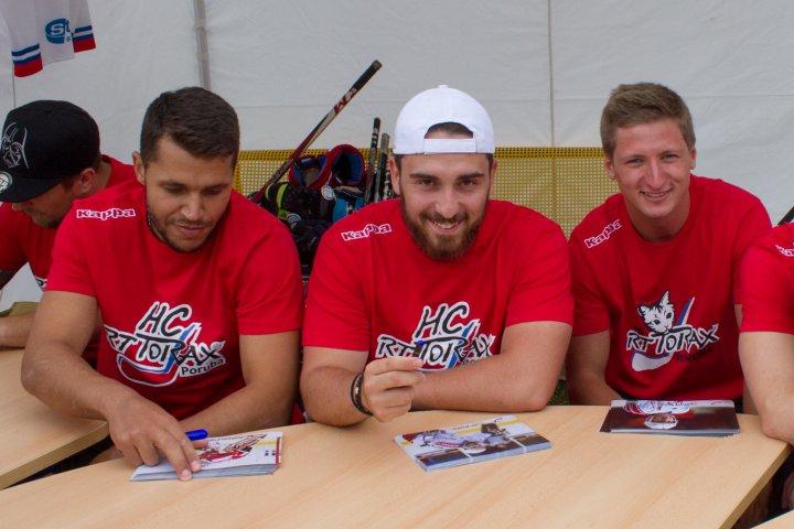Akce Hokejbal pro všechny přinesla nejen zábavu, ale i vyrovnanou partii s hokejisty