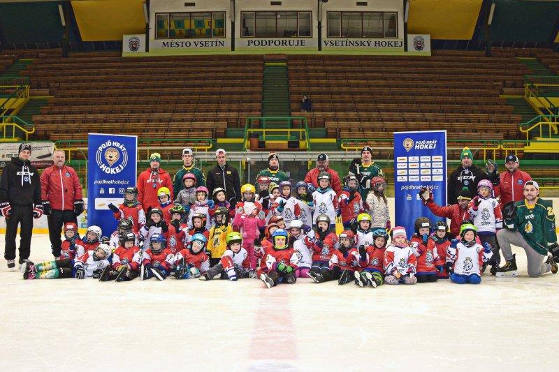 Na Lapači proběhl další týden hokeje. Na ledové ploše se sešly čtyři desítky dětí
