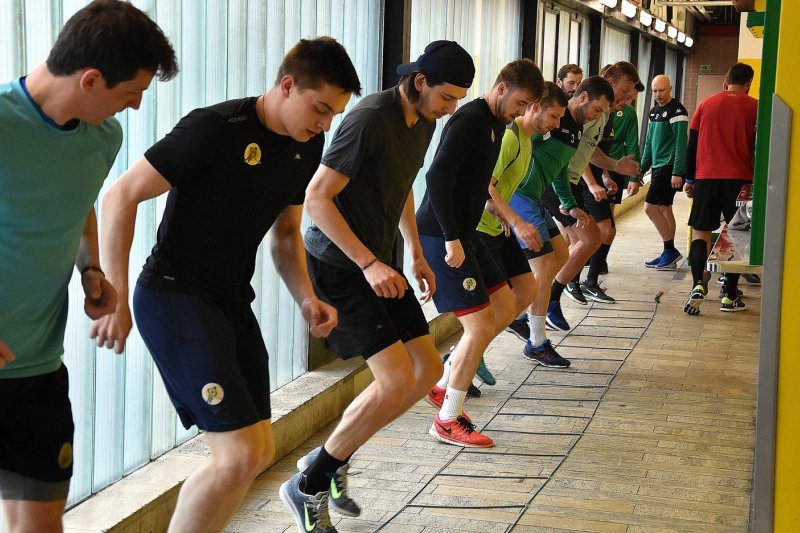 VIDEO: Kluci mají před sezonou dobrý fyzický základ, pochvaluje si po letní přípravě trenér Jenáček