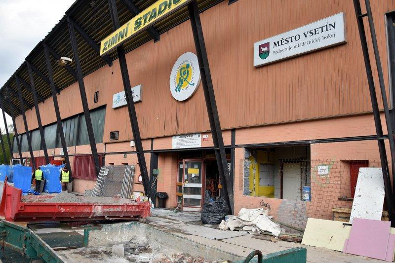 VIDEO: Rekonstrukce zimního stadionu pokračuje