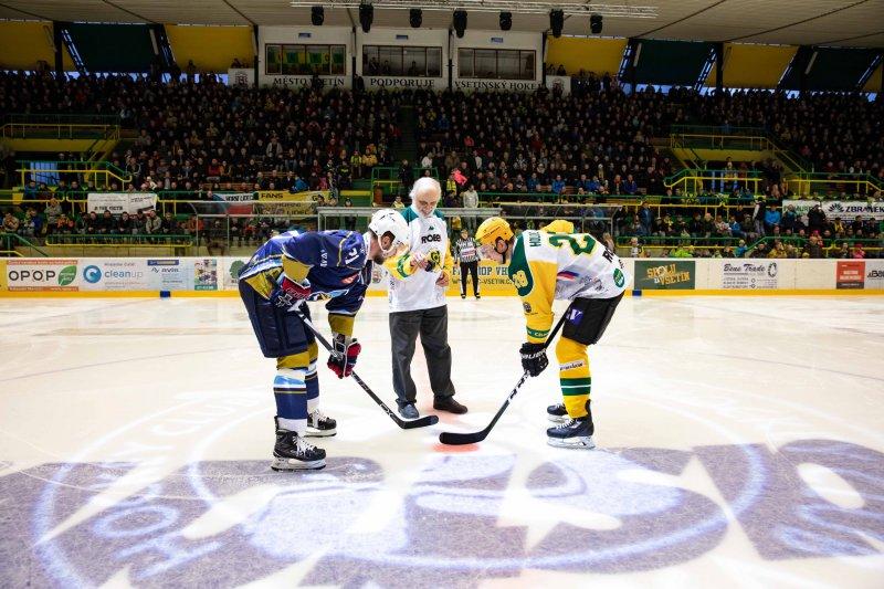Hokej na dřeň aneb přímý souboj o druhou příčku, Valaši hostí Kladno