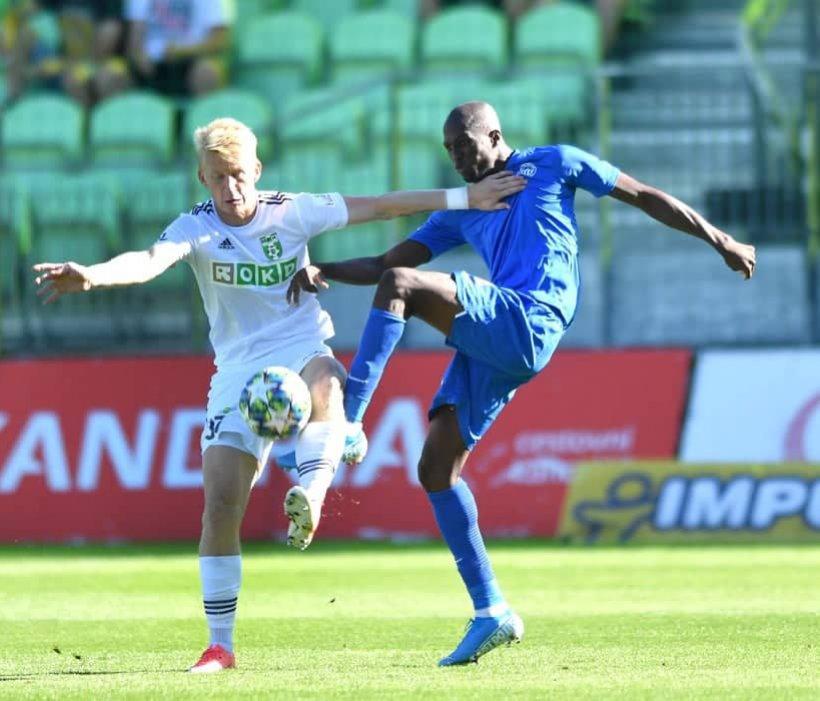 Slovan beendet das Spiel gegen Karviná zu neunt und siegt trotzdem mit 1:0
