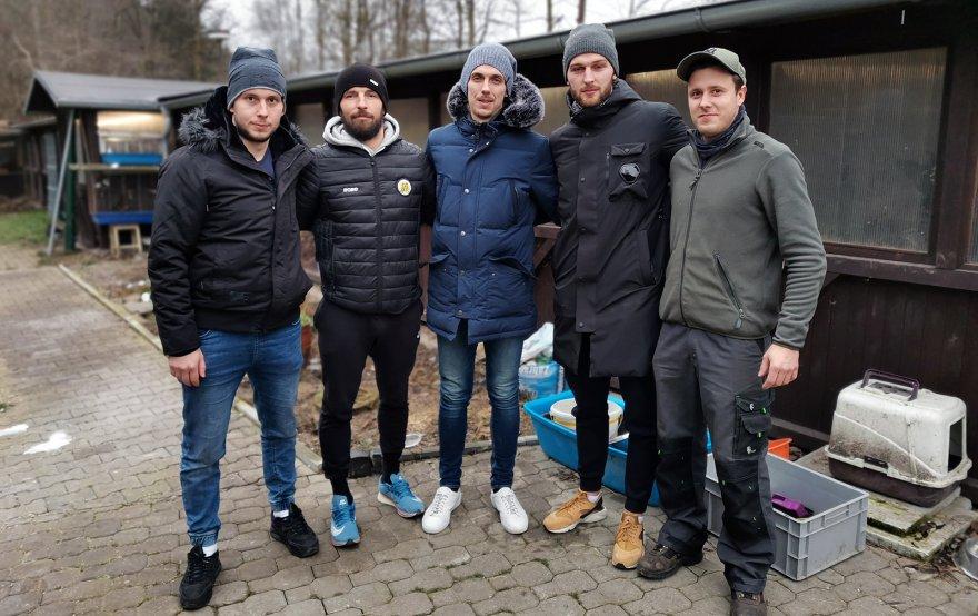 Hokejisté VHK předali zvířecímu útulku dary od fanoušků. Mezi sebou vybrali i finanční částku