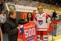 Před utkáním obdržel památeční dres k příležitosti sehrání 500. utkání v extralize útočník Michal Mikeska.