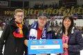 Vítěz pětitisícové odměny z hokejové tomboly. Stejnou částku získala i mládež Motoru.