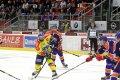 Martin Novák se snaží propálit hokejky před sebou