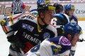 Malinský střeží Ivana Humla, jenž má zkušenosti také z NHL
