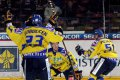 Hráčí Slovanu se sjíždí ke střelci vítězného gólu Martinu Šagátovi