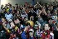 Sparťansští fanoušci oslavují po tří bodovém vítězství Sparty