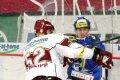 Radek Philipp naráží na mantinel brněnského hráče
