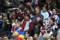 Fanoušci Sparty oslavují branku svého týmu.