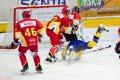 Milan Karlíček posílá svého protivníka k ledu