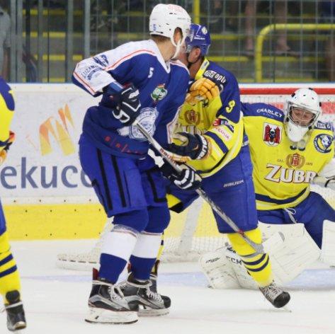 Extraligová Kometa potvrdila v Přerově své kvality, Zubři na úvod prohráli o čtyři góly
