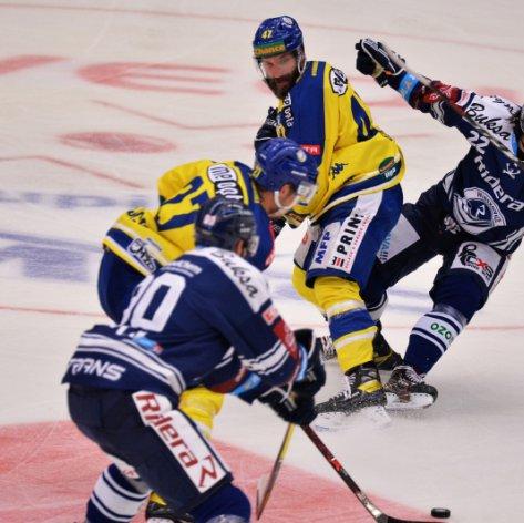 Zápas s Vítkovicemi rozklíčovaly přesilovky, Zubři pykali za většinu provinění