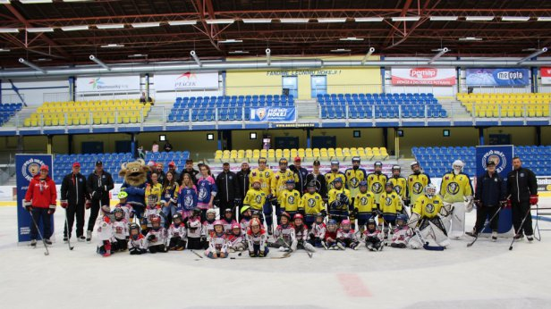Přerovská MEO Aréna počtvrté ožila Týdnem hokeje. Dorazil i syn Tomáše Kundrátka