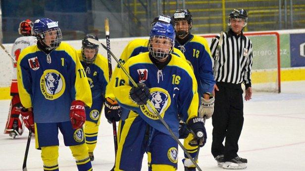 Dorostenci si polepšili o čtyři body, na domácím ledě hladce zdolali Šumperk