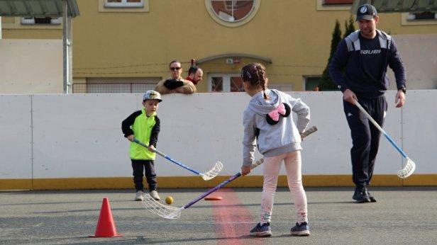 Přípravka Zubrů už trénuje, na hokejbalovém hřišti se bude scházet každou středu
