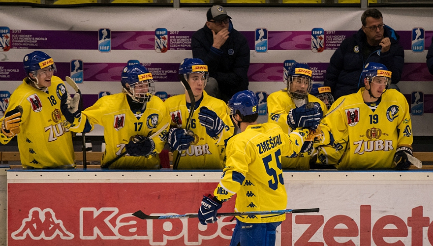 Juniorka neudržela dvoubrankové vedení, přesto Chomutov zdolala za dva body