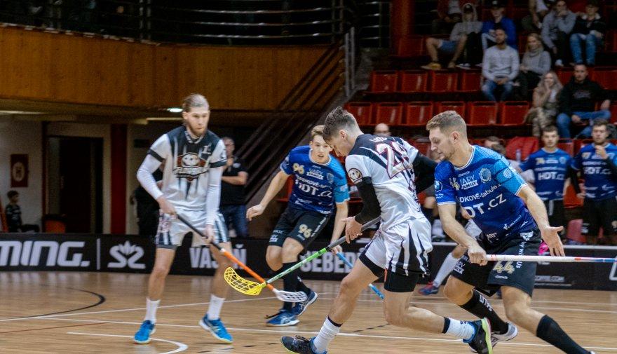 O vyrovnaném utkání rozhodlo šest minut ve druhé třetině pro Karlovy Vary