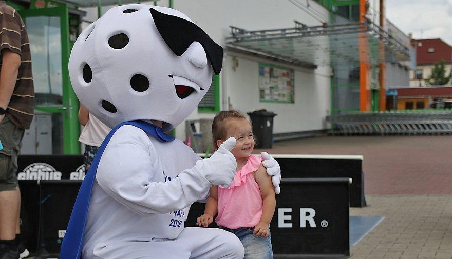 Dětský den s florbalem: soutěže, focení, podpisy a spousta zábavy!