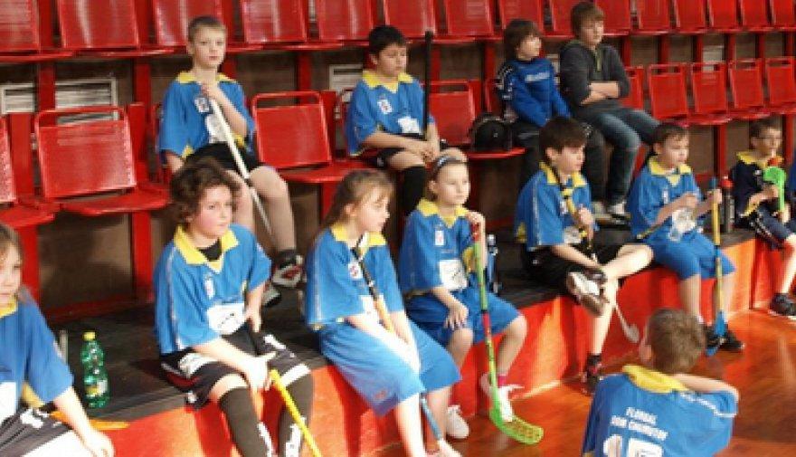 Unihoc Florbalová liga škol se přehoupne do své druhé poloviny, čekají nás odvety!